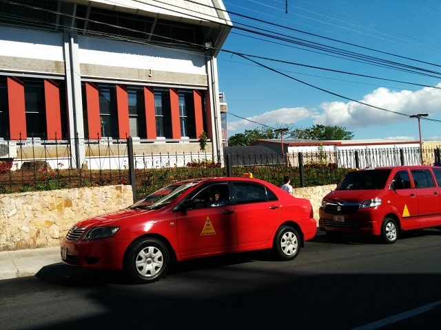 taxis in costa rica official red taxi