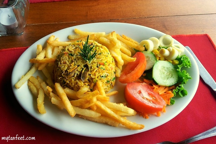 Costa Rica food - rice with chicken