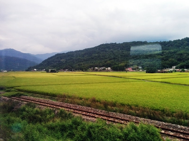 travel taiwan by train
