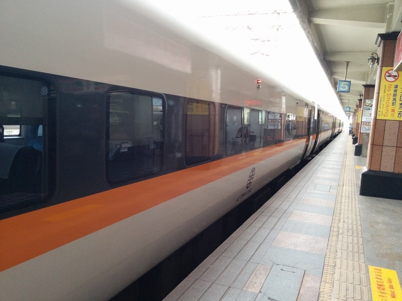 travel taiwan by train