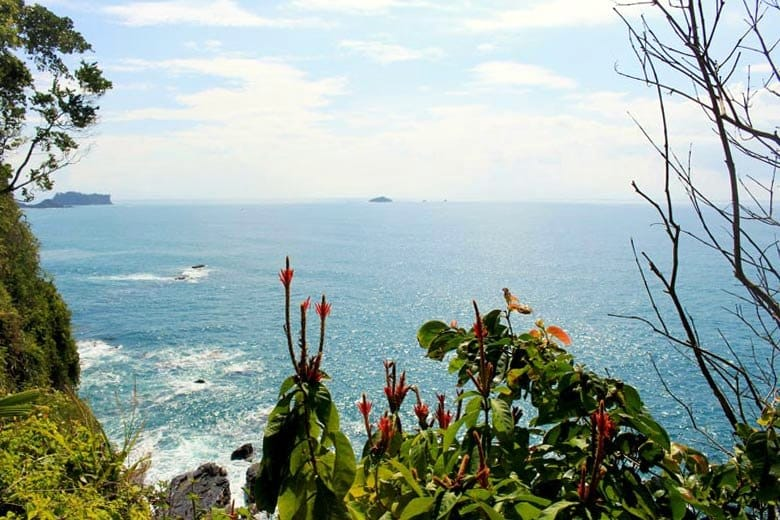 The complete guide to hiking Manuel Antonio National Park - isla verde
