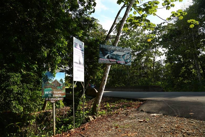Cascada El Pavon - Signs on side of road