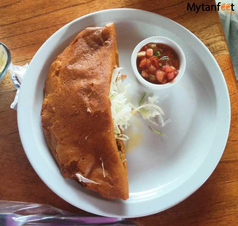 Costa Rican dishes - empanada