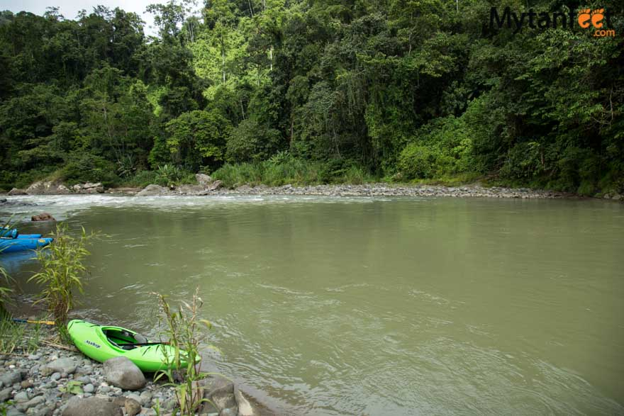 2 day white water rafting trip in Costa Rica at RIo Pacuare with Rios Tropicales: lunch on the river