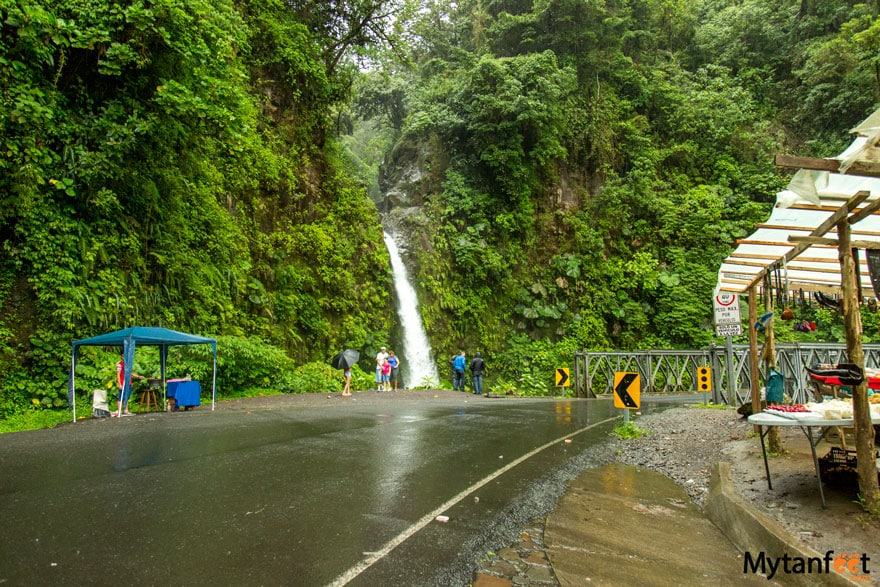 cheap things to do in Costa Rica - la paz waterfall