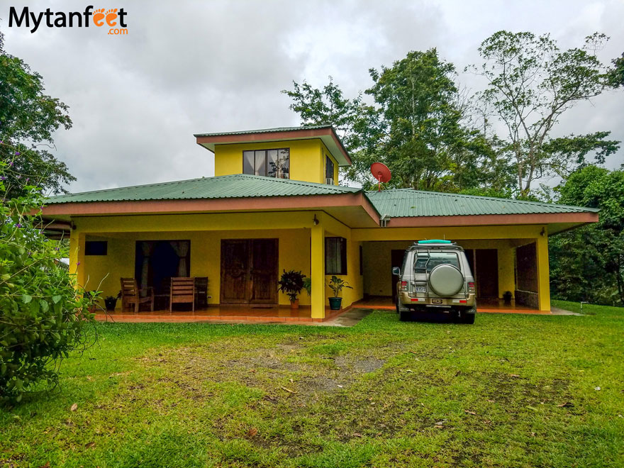 Airbnb in Arenal - house garage