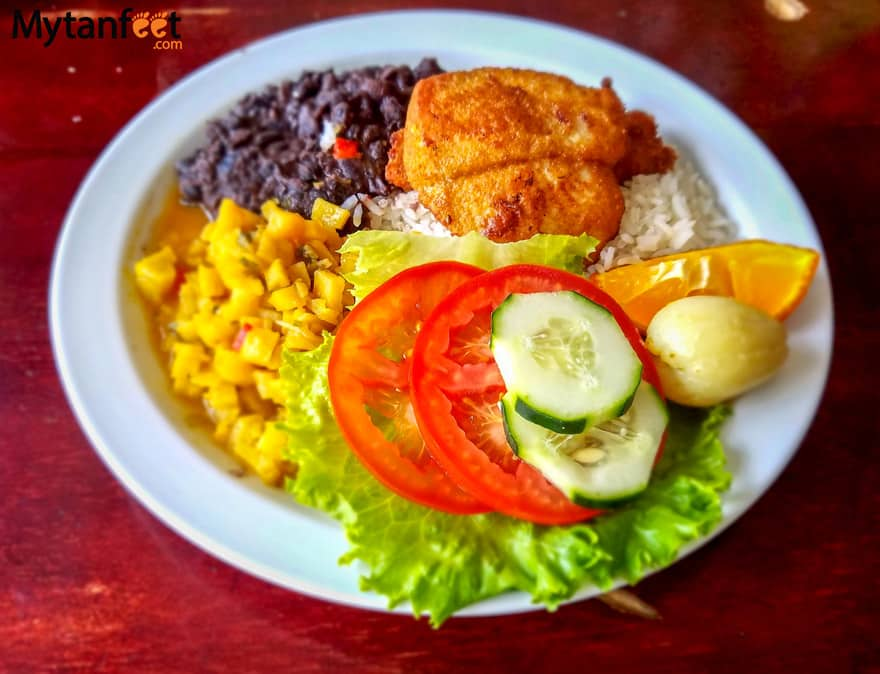 Ultimate survival guide to traveling in costa rica - costa rican food