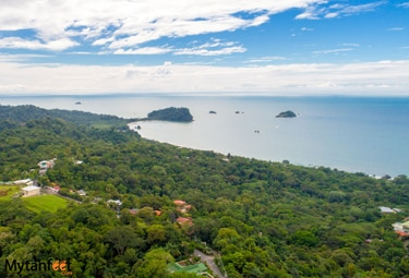 Differences between Caribbean and Pacific coast of Costa Rica - Manuel Antonio