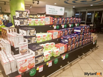 Grocery stores in Costa Rica - promo aisle