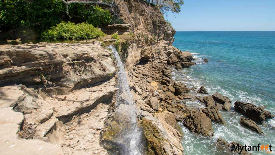 El chorro waterfall Montezuma on Cocolito beach