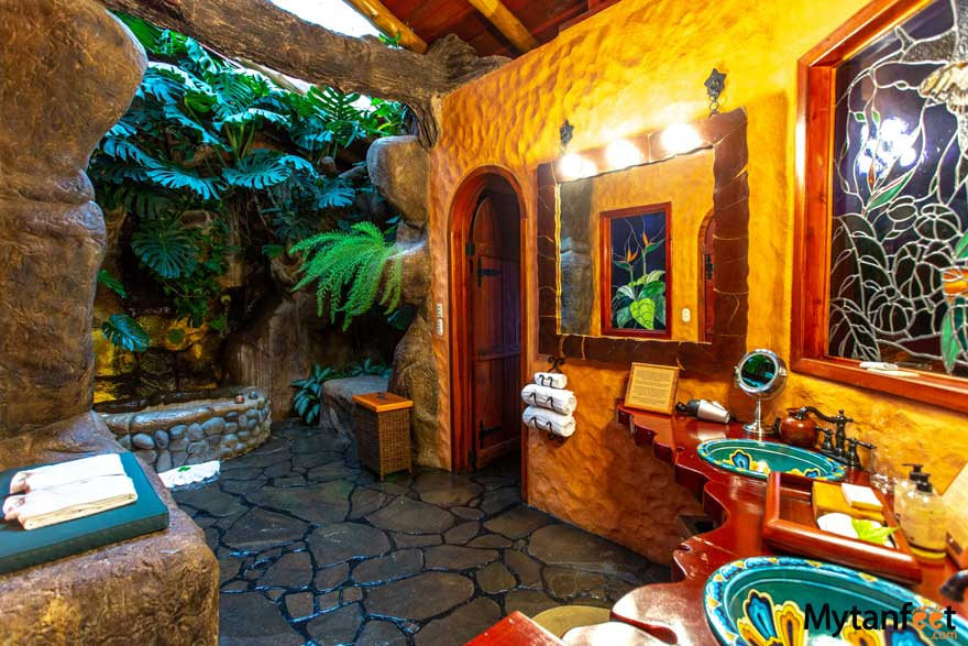 peace lodge bathroom