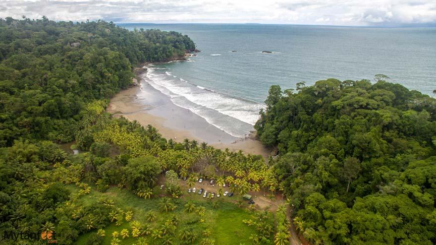 Playa Ventanas beach by Ojochal, Costa Rica