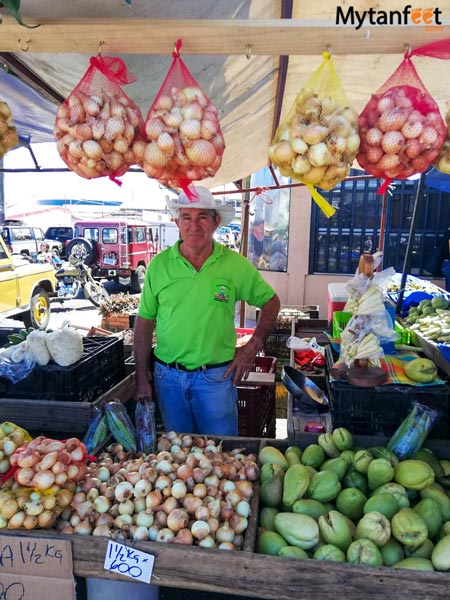 Costa-Rica-farmers-market-in-Heredia