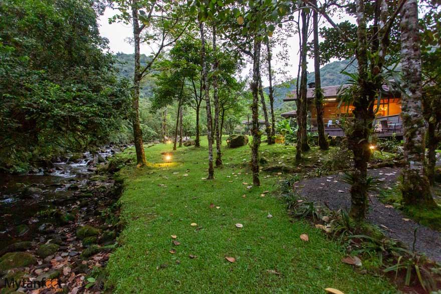 El Silencio lodge and river