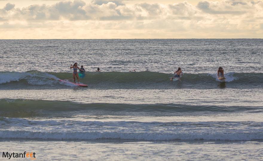 Tamarindo-surfing