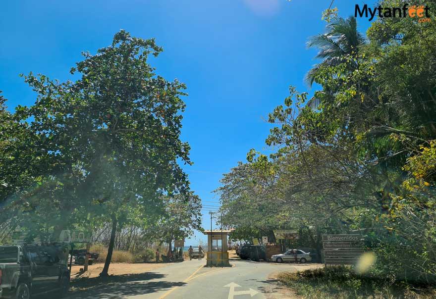 Parking lot and entrance to marino las baulas