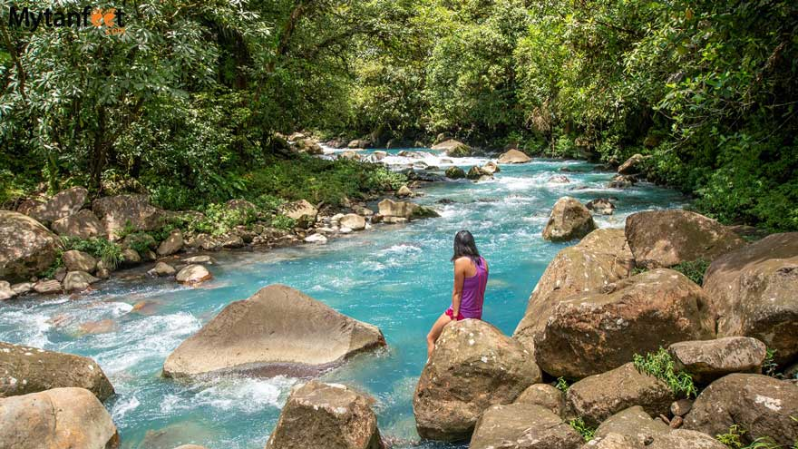 free things to do in costa Rica - rio celeste free pool