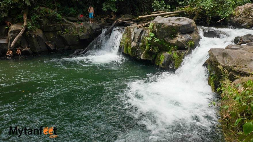 La Fortuna free swimming holes - el salto rope swing